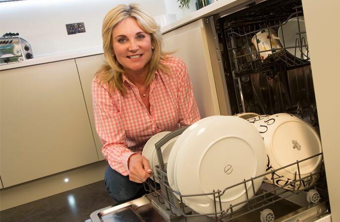 Household Tips with Anthea Turner - How to Clean your Dishwasher